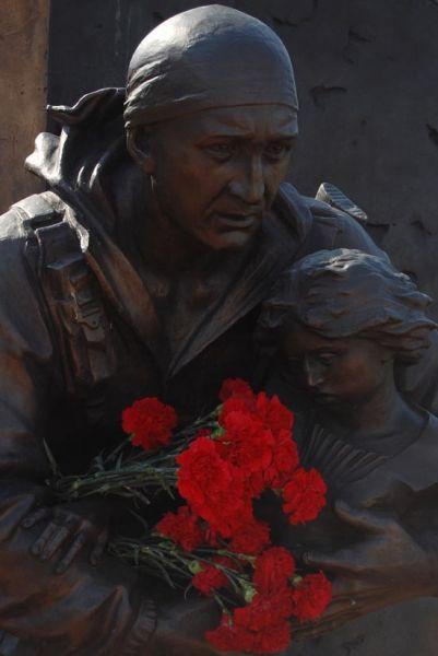 Памятник Герою России подполковнику Д.А.Разумовскому в г. Самара