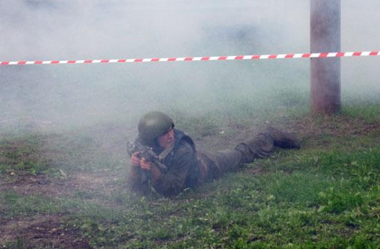 В дыму от взрывов